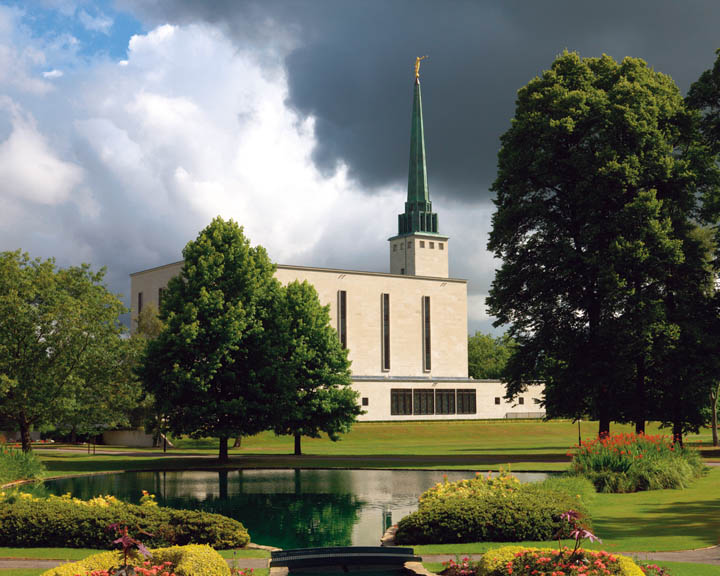A photo of the London Temple.