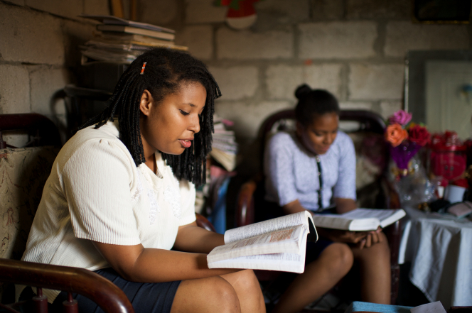 Young women in Ecuador studying the scriptures.
