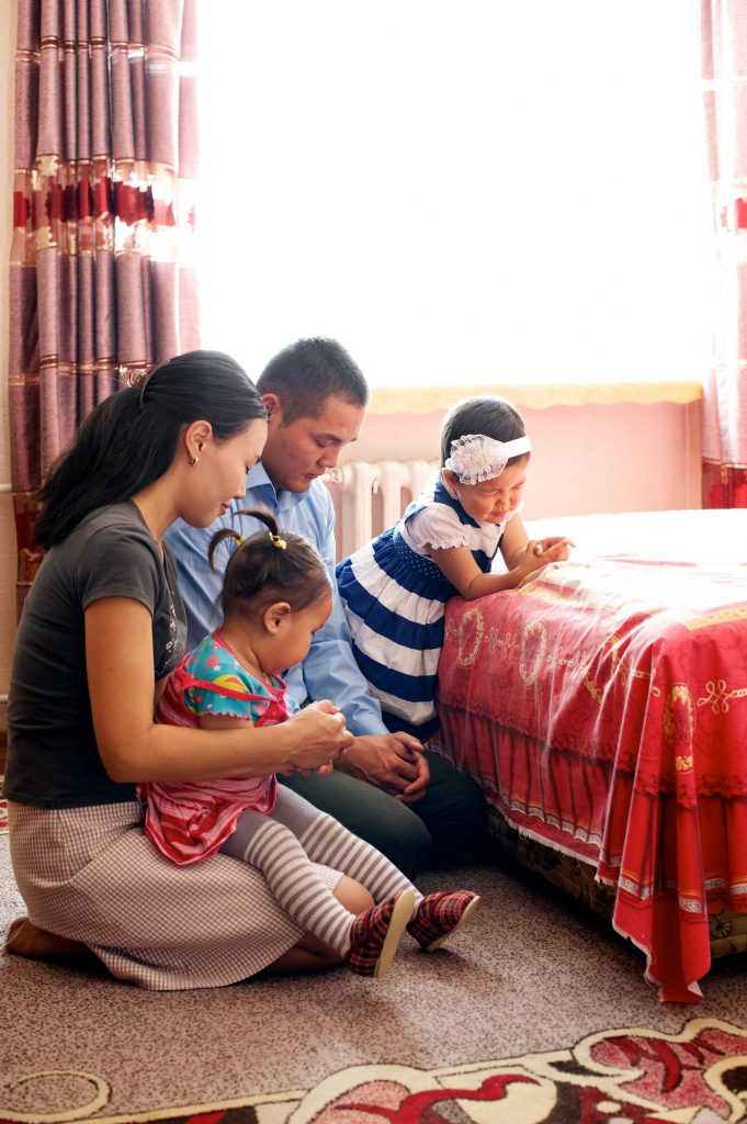 A family praying together at home.